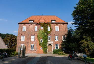 schloss-agathenburg-pferdestall-01